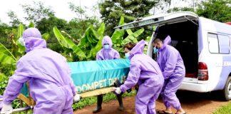 Barzah Dompet Dhuafa kembali mengantarkan jenazah pasien Corona, Kamis (4/3/2021). (Foto: LPM DD)