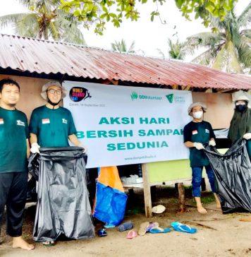 Dompet Dhuafa Volunteer (DDV) Kepulauan Riau (Kepri) melakukan aksi bersih-bersih sampah di Pantai Batu Besar Nongsa Kota Batam, Minggu (19/9/2021). (DD Kepri)